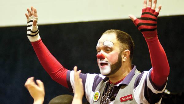 Jericho the Clown entertains children.