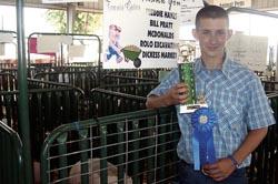 Travis Gates of Pedro won the senior showmanship hog category.