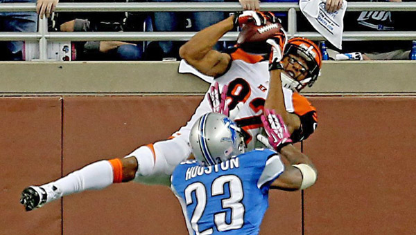 Cincinnati Bengals' Marvin Jones catches a touchdown pass against Detroit Lions' Chris Houston during second quarter action at Ford Field in Detroit on Sunday. The Bengals won 27-24. (MCT Direct Photos)
