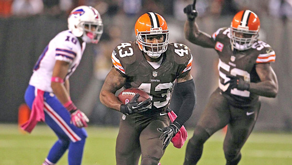 Cleveland Browns defensive back T.J. Ward (43) picks off a fourth-quarter pass by Buffalo Bills quarterback Jeff Tuel and returns it 44 yards for a touchdown at FirstEnergy Stadium in Cleveland on Thursday. The Browns won, 37-24. (MCT Direct Photos)