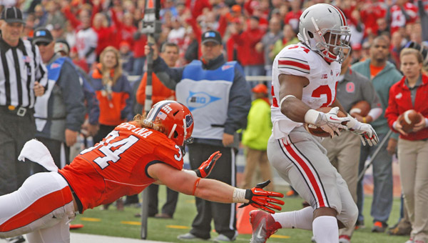 Carlos Hyde (34) of Ohio State evades Mike Svetina (34) of Illinois to score a touchdown during the second quarter. The Ohio State Buckeyes defeated the Illinois Fighting Illini, 60-35 at Memorial Stadium in Champaign, Ill., on Saturday. (MCT Direct Photos)
