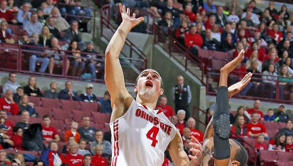 Ohio State's Aaron Craft (4) gets past Delaware's Jarvis Threatt, right, during the first half at Value City Arena in Columbus on Wednesday. Ohio State won, 76-64. (MCT Direct Photo)