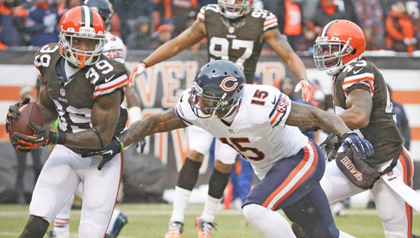 Cleveland Browns free safety Tashaun Gipson (39) intercepts a ball intended for Chicago Bears wide receiver Brandon Marshall (15) during the first quarter of their game at FirstEnergy Stadium in Cleveland on Sunday. (MCT DIrect Photo)