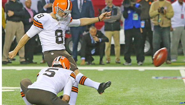 Cleveland Browns' kicker Billy Cundiff makes the game-winning field goal, beating the Falcons 26-24 on Sunday at the Georgia Dome in Atlanta. (MCT Direct Photo)