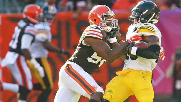 Cleveland Browns' linebacker Karlos Dansby tackles Pittsburgh Steelers running back Le'Veon Bell during a game at Cleveland earlier this season. Dansby suffered an injury on Sunday that threatens to sideline him the rest of the season. (MCT Direct Photo)