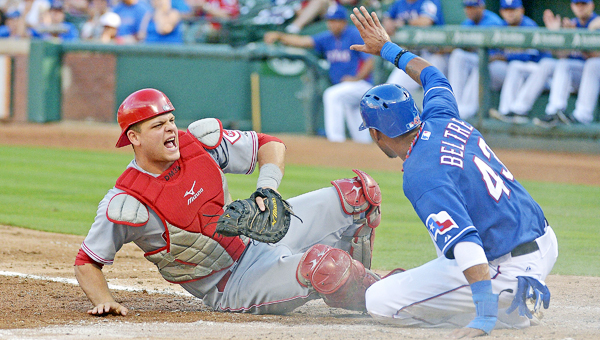 Cincinnati Reds' catcher Devin Mesoraco agreed to a four-year, $28 million contract with the team on Monday to avoid arbitration. (MCT Direct Photo)