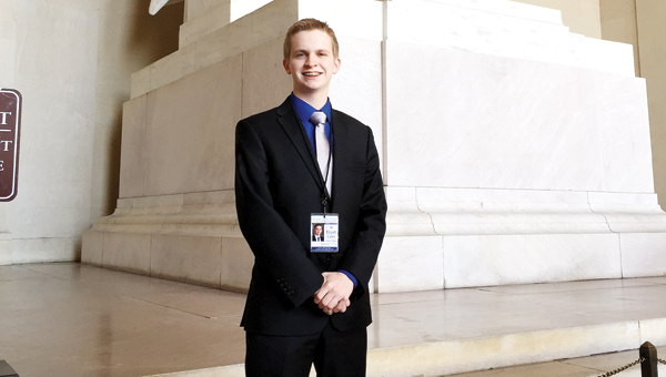 Elijah Lutz visits the Lincoln Memorial during his trip.