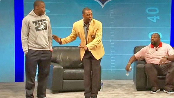 Hall of Fame wide receiver and ESPN analyst Cris Carter apologized on Monday for advice comments he made at last year's NFL rookie symposium.