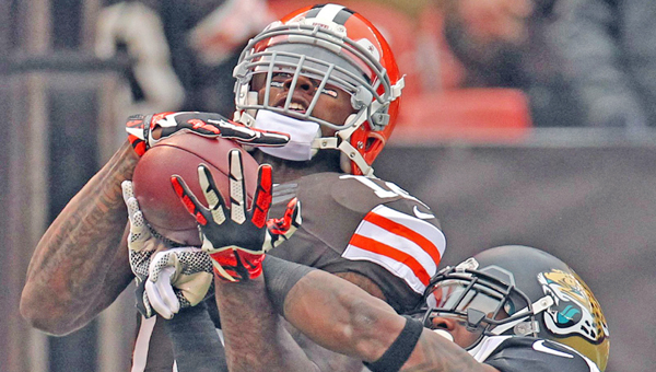 Cleveland Browns' wide receiver Josh Gordon (left) catches a pass against Jacksonville. Gordon was suspended last season but has applied for reinstatement. (MCT Direct Photos)