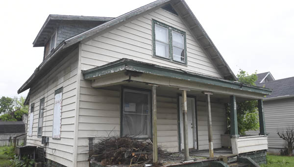 An abandoned house on Second Avenue in Chesapeake was a cause of concern at the May meeting of Chesapeake's council. Council member Alex Hackney drafted an ordinance dealing with vacant homes, which was passed at Monday's meeting 6-0.